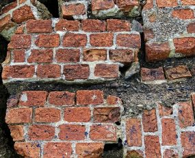 cracked brick photo