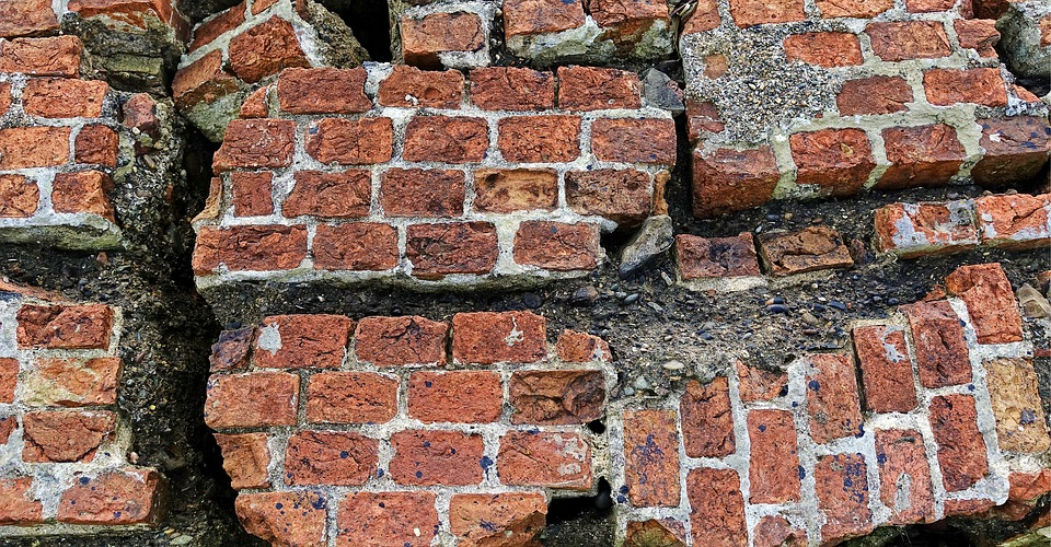 cracked brick photo
